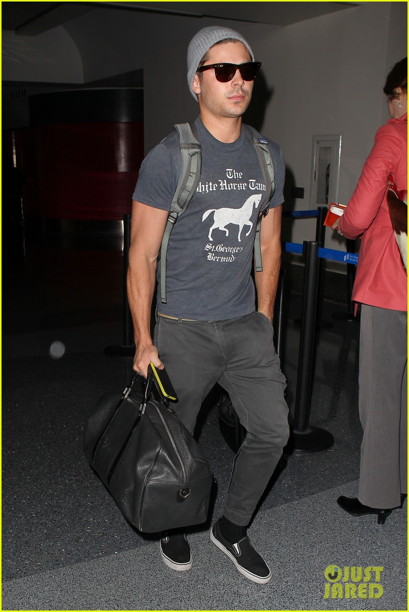 zac efron leaves rainy los angeles 03