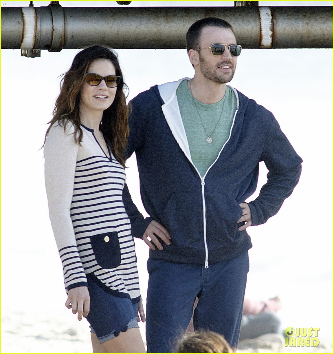 chris evans films splintered thing minka kelly works out 10