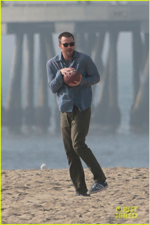 chris evans football on a many splintered thing set 04