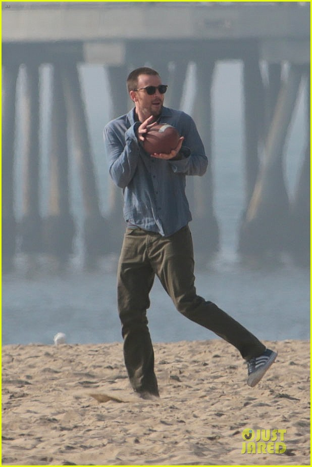 chris evans football on a many splintered thing set 23