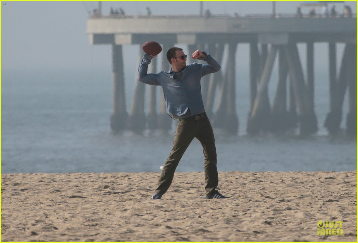 chris evans football on a many splintered thing set 32