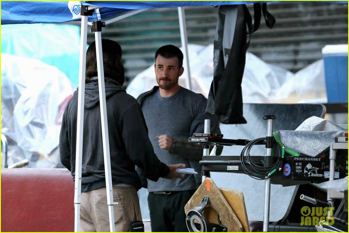 chris evans many splintered thing set hang out 15