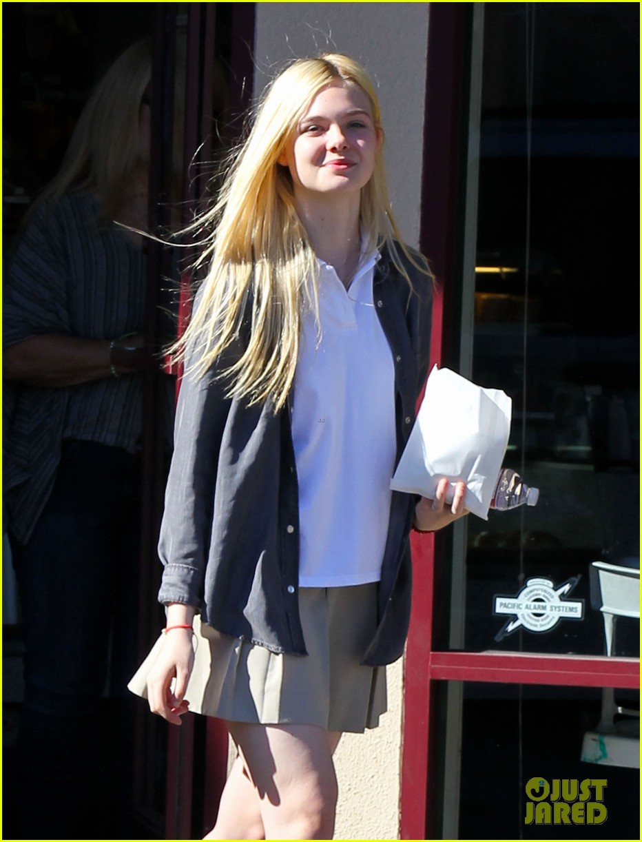 elle fanning showing some leg 06