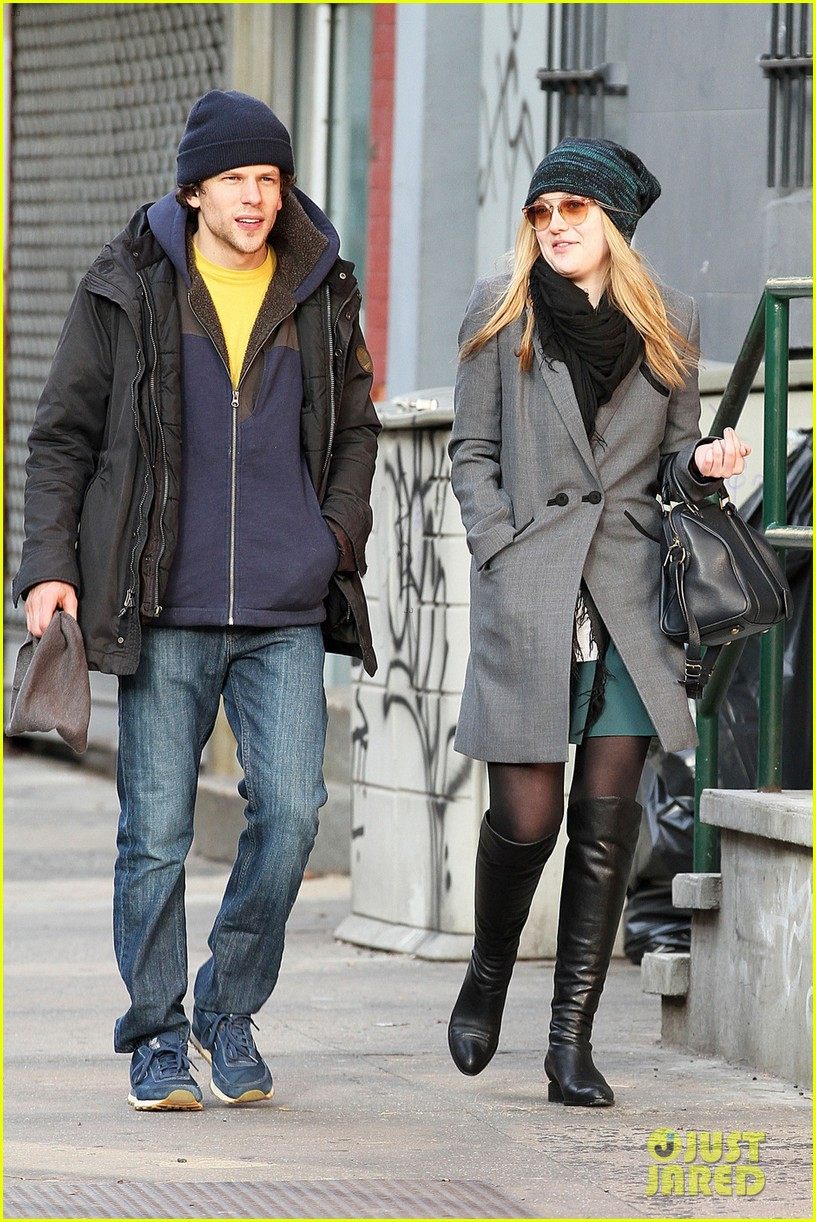 dakota fanning soho stroll with jesse eisenberg 05