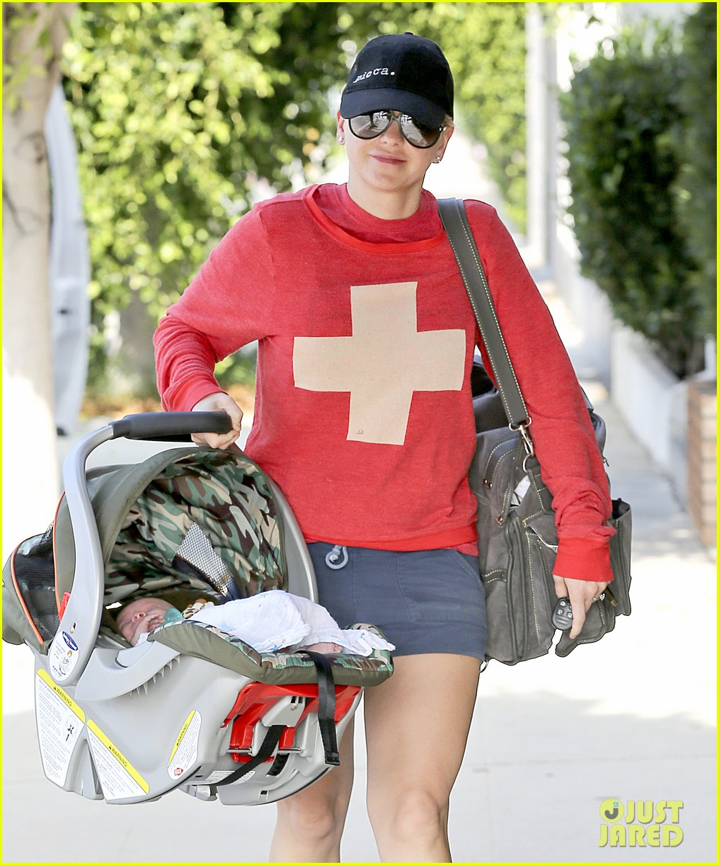 anna faris baby jack check up 08