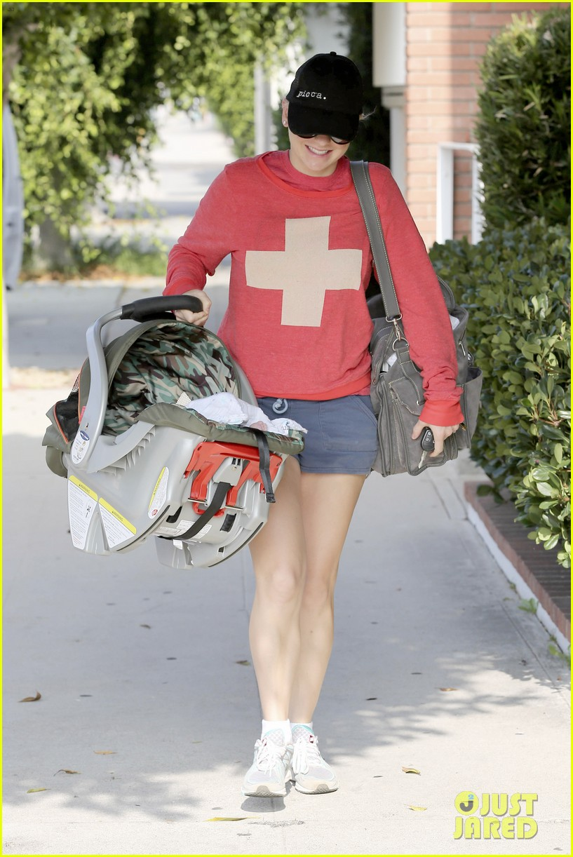 anna faris baby jack check up 13