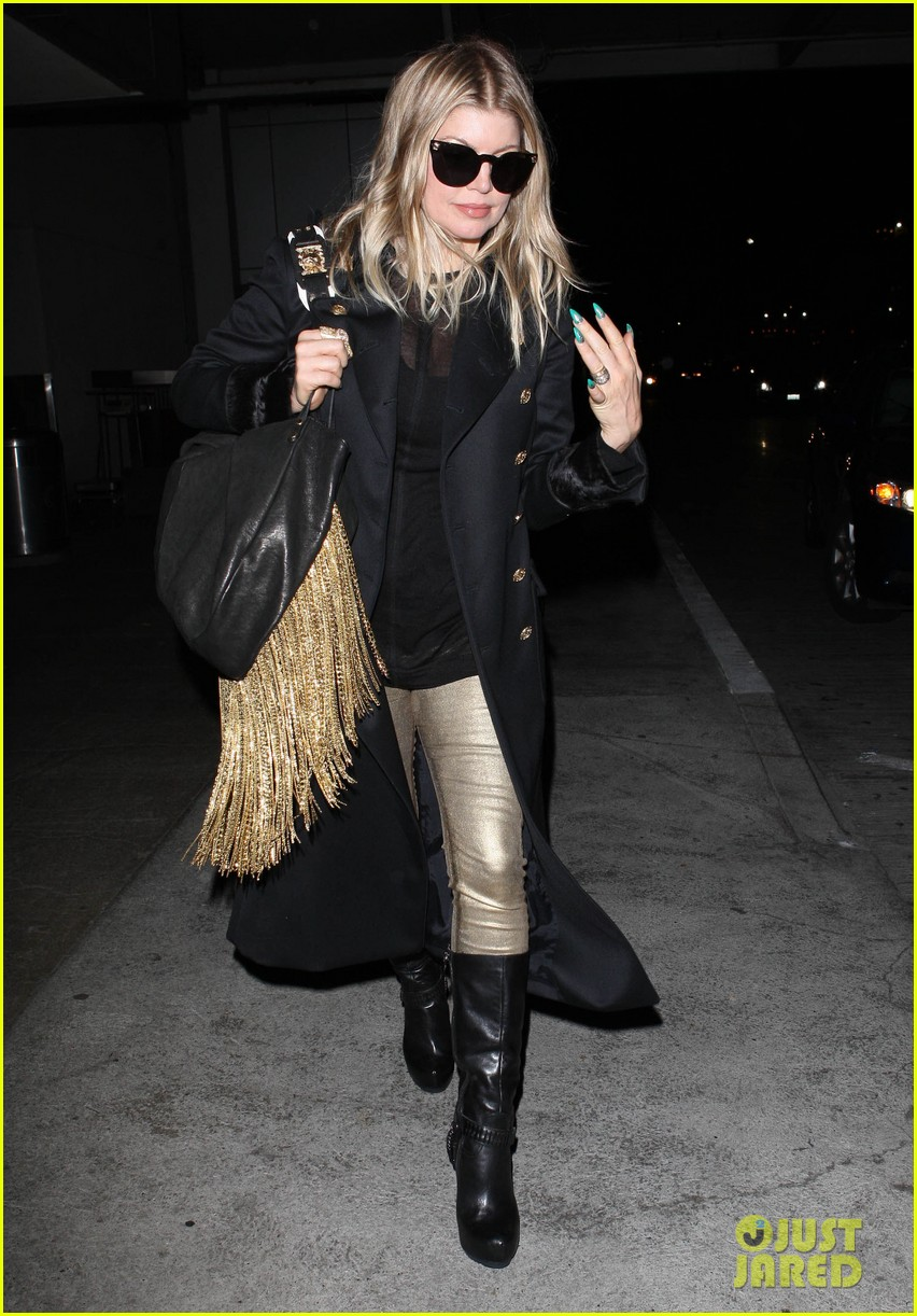 fergie pointy green nails at lax 05
