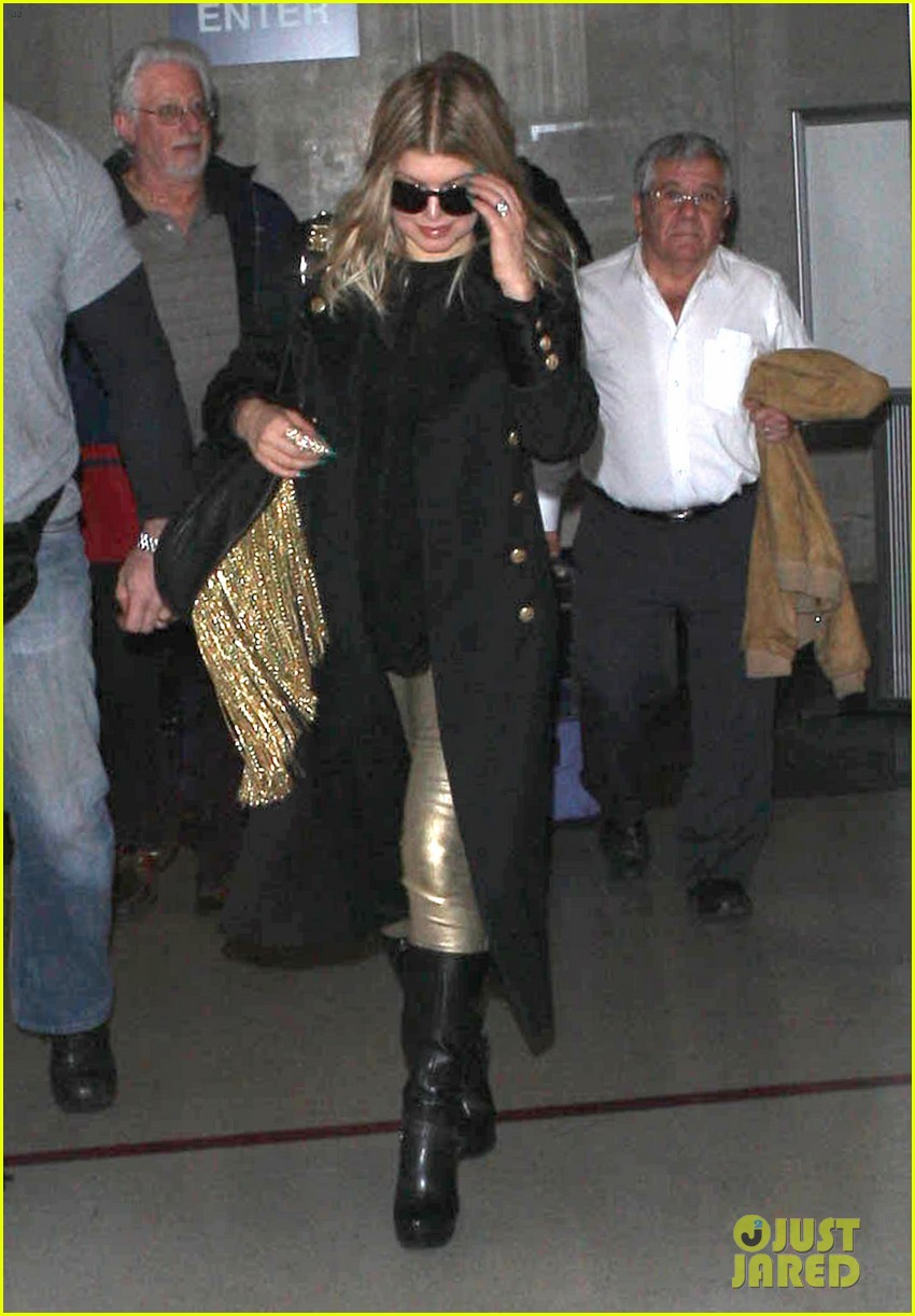 fergie pointy green nails at lax 06