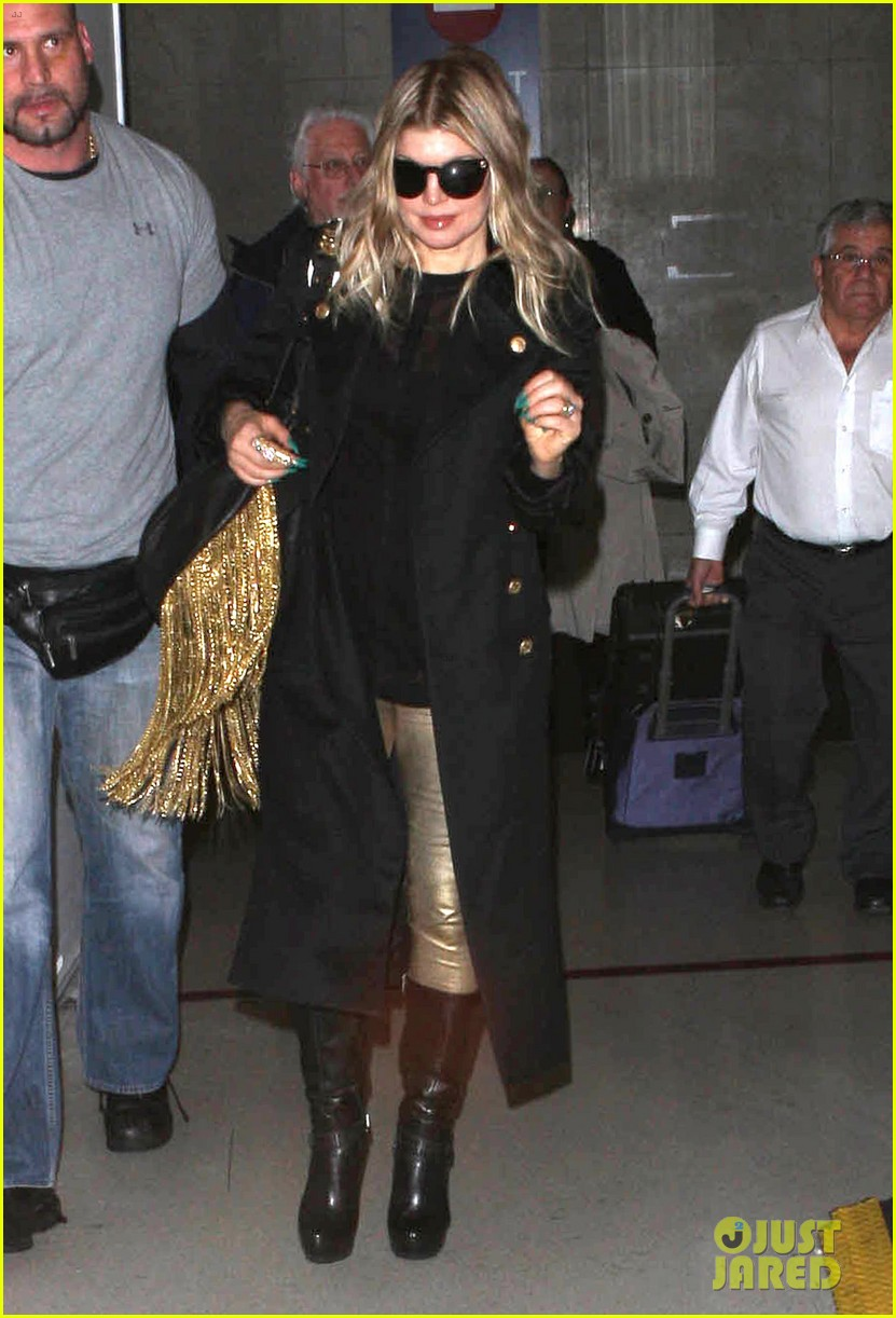 fergie pointy green nails at lax 07