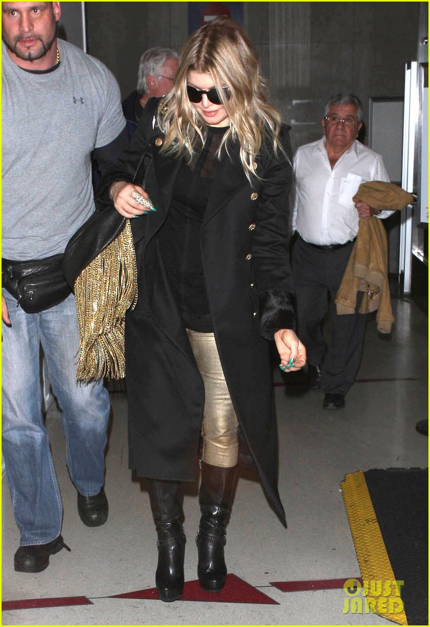 fergie pointy green nails at lax 08
