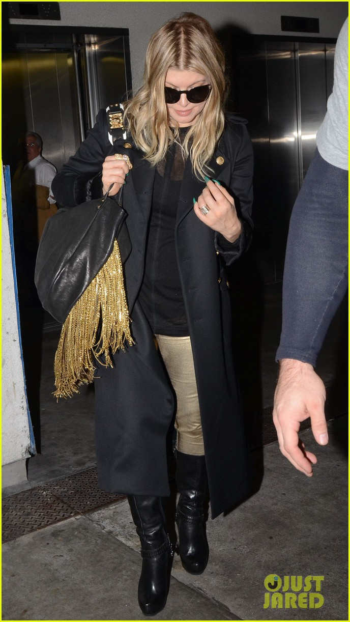 fergie pointy green nails at lax 17
