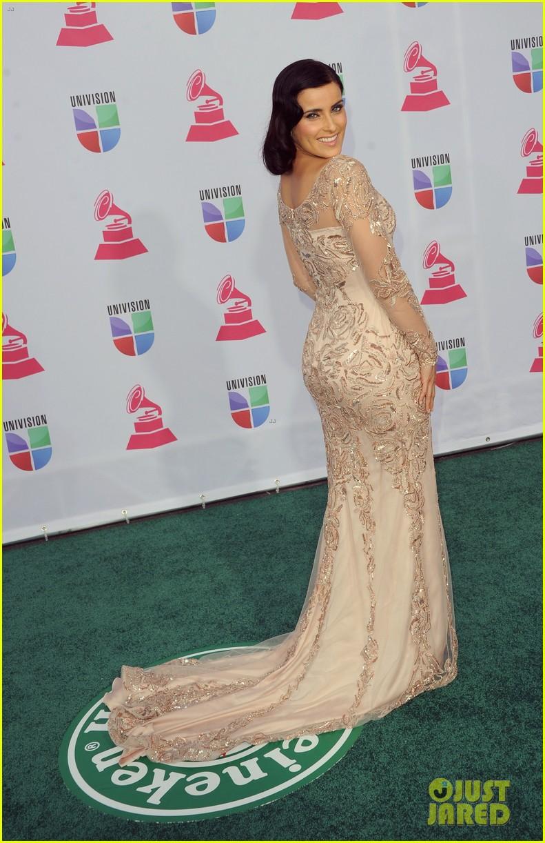 nelly furtado juanes latin grammy awards 2012 01