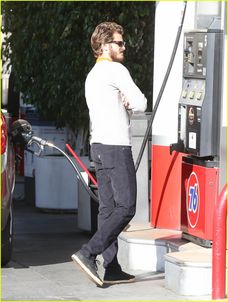 andrew garfield beard gas 03
