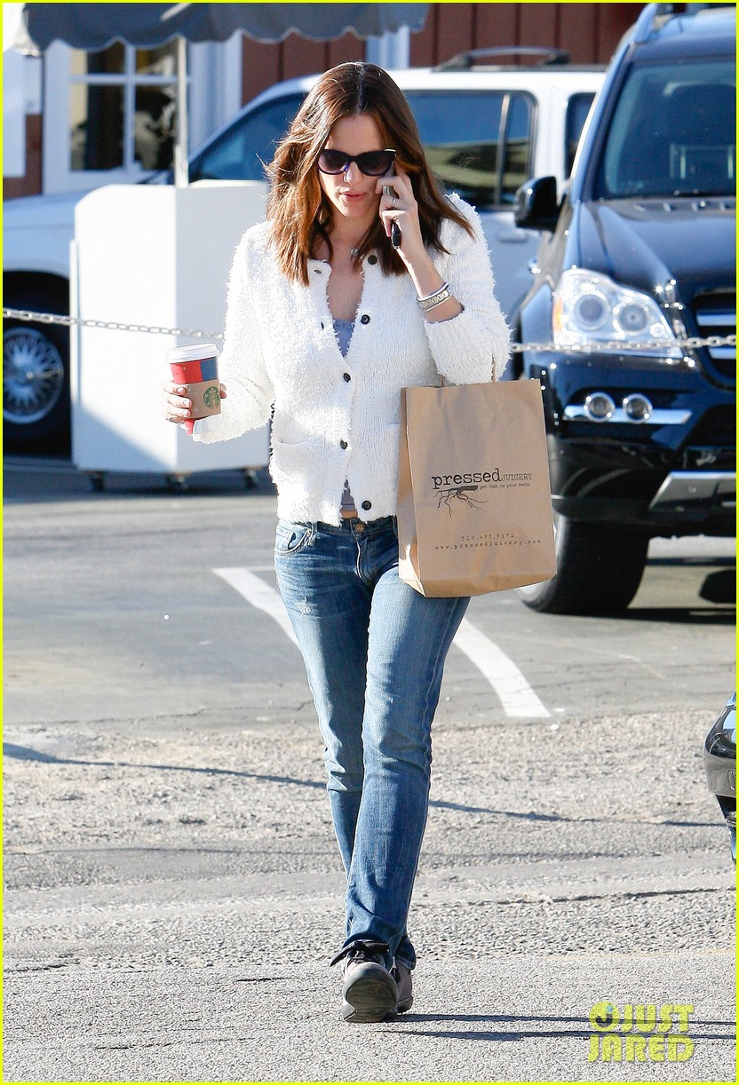 jennifer garner ice cream treat with violet seraphina 05