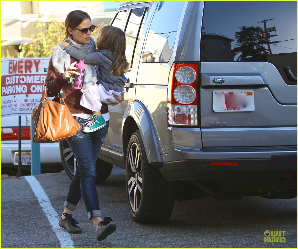 jennifer garner emery academy & martial arts stop with seraphina 09