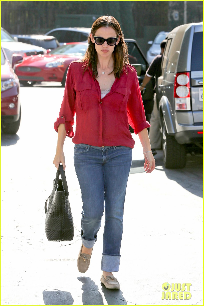 jennifer garner ben affleck family dinner in brentwood 01