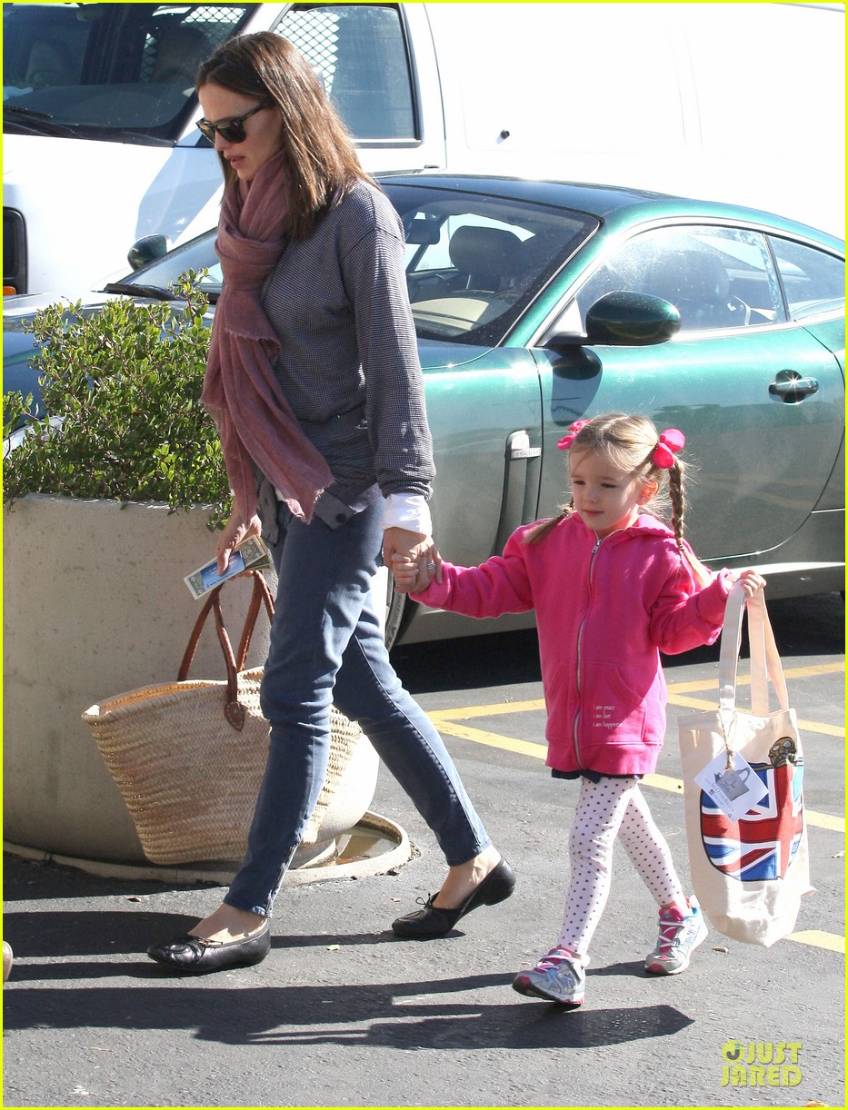 jennifer garner ben affleck pacific palisades farmer market stop 09