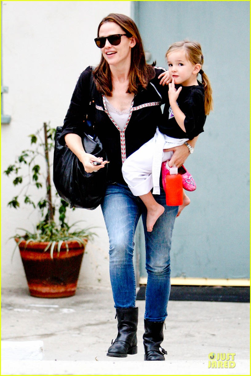 jennifer garner ben affleck kids karate class pick up 252759523