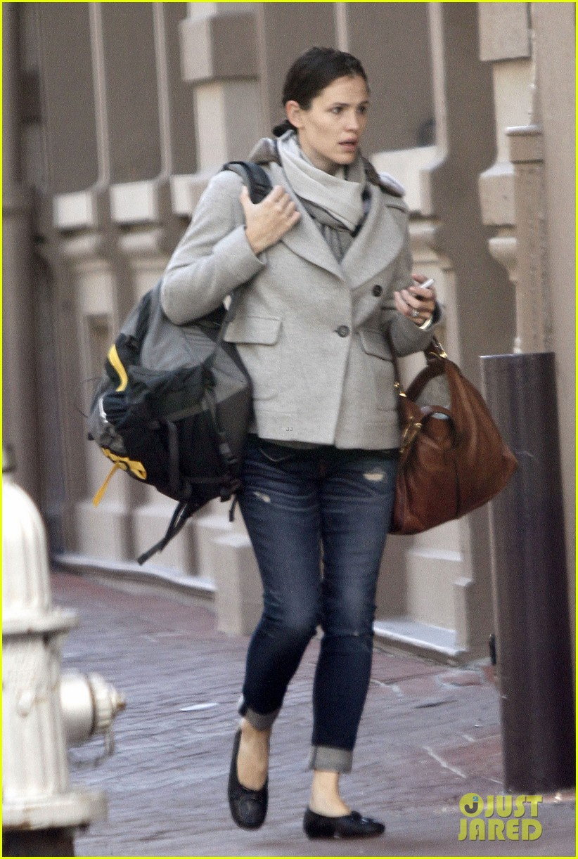 jennifer garner ben affleck separate coffee outings 15