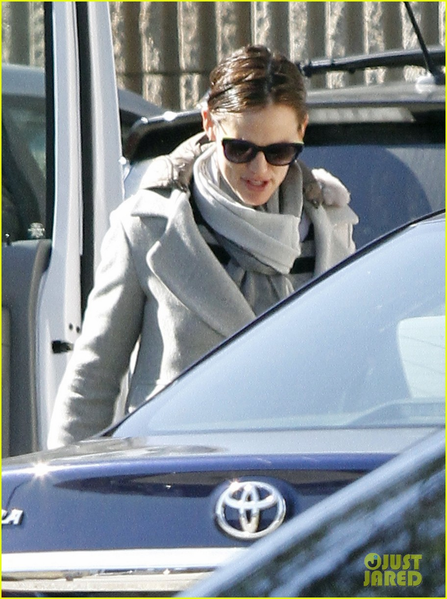 jennifer garner ben affleck separate coffee outings 18