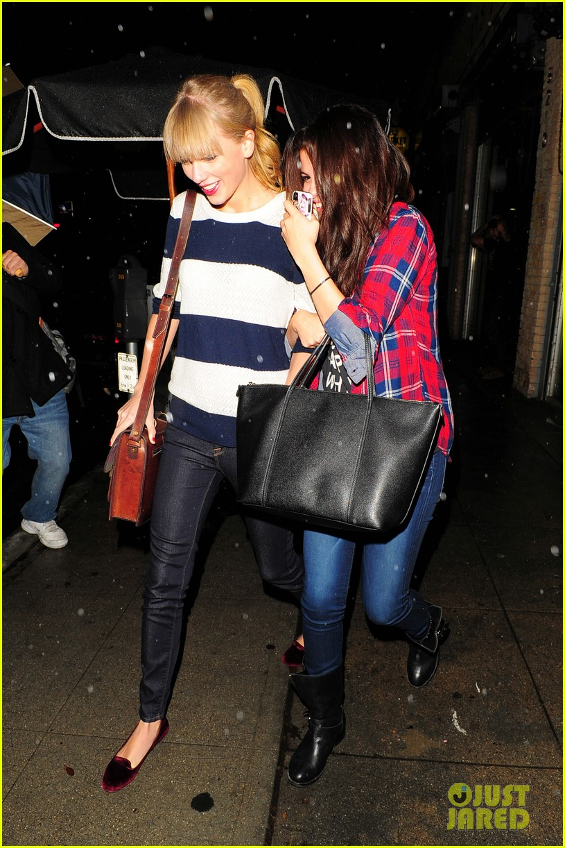 selena gomez taylor swift saturday night dinner duo 212759828