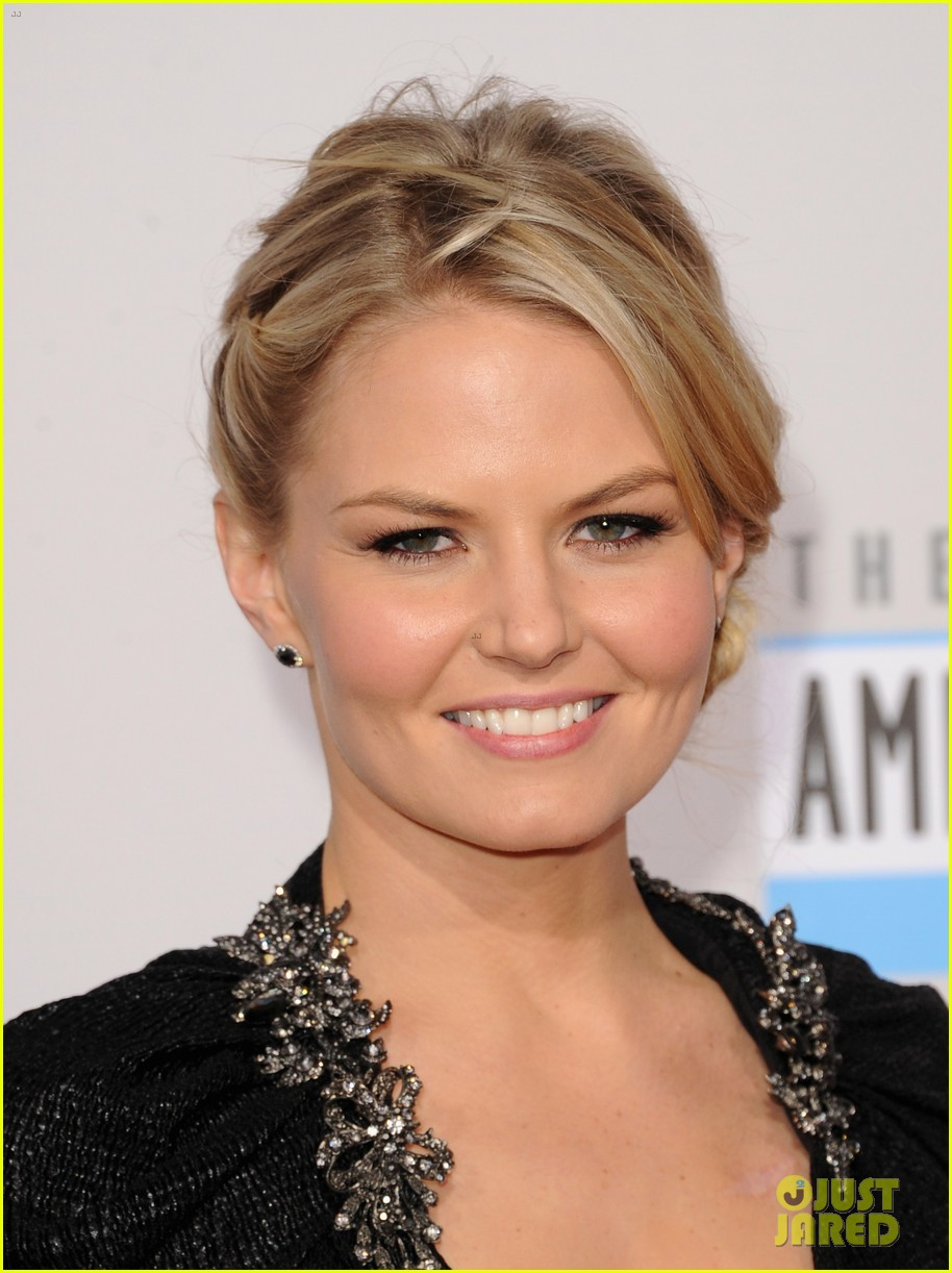 ginnifer goodwin jennifer morrison amas 2012 red carpet 02