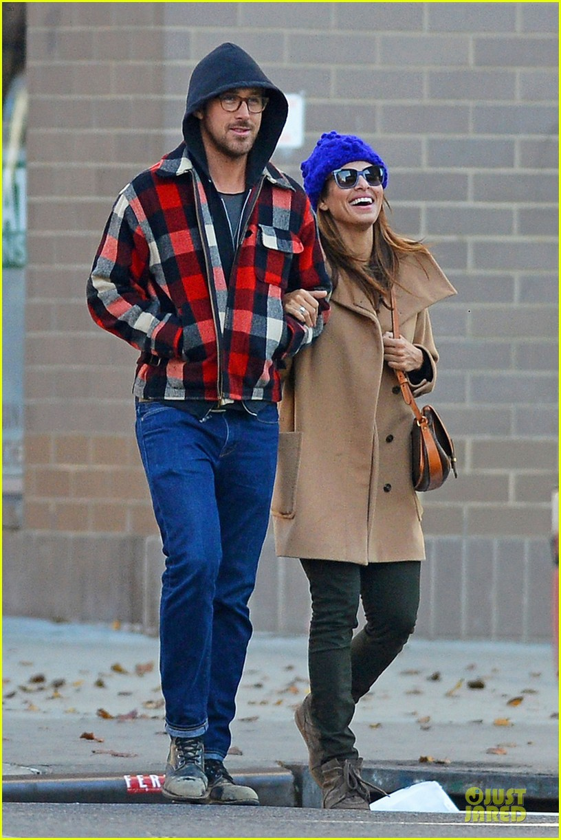 ryan gosling eva mendez thanksgiving stroll in new york city 052763840