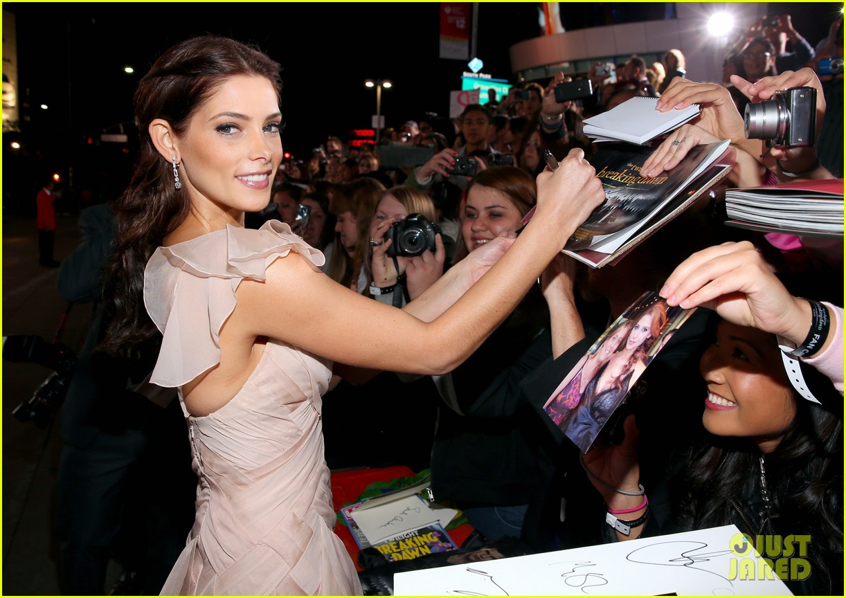ashley greene twilight breaking dawn part 2 premiere 012756199