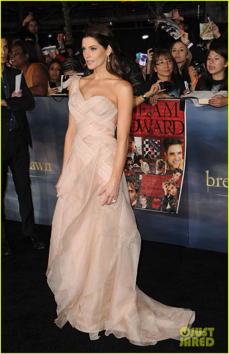 ashley greene twilight breaking dawn part 2 premiere 17