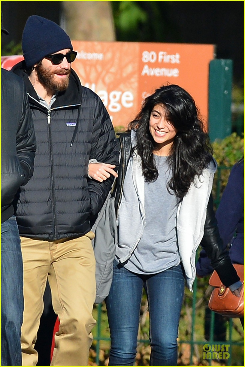 jake gyllenhaal holidng hands with mystery gal in new york city 02