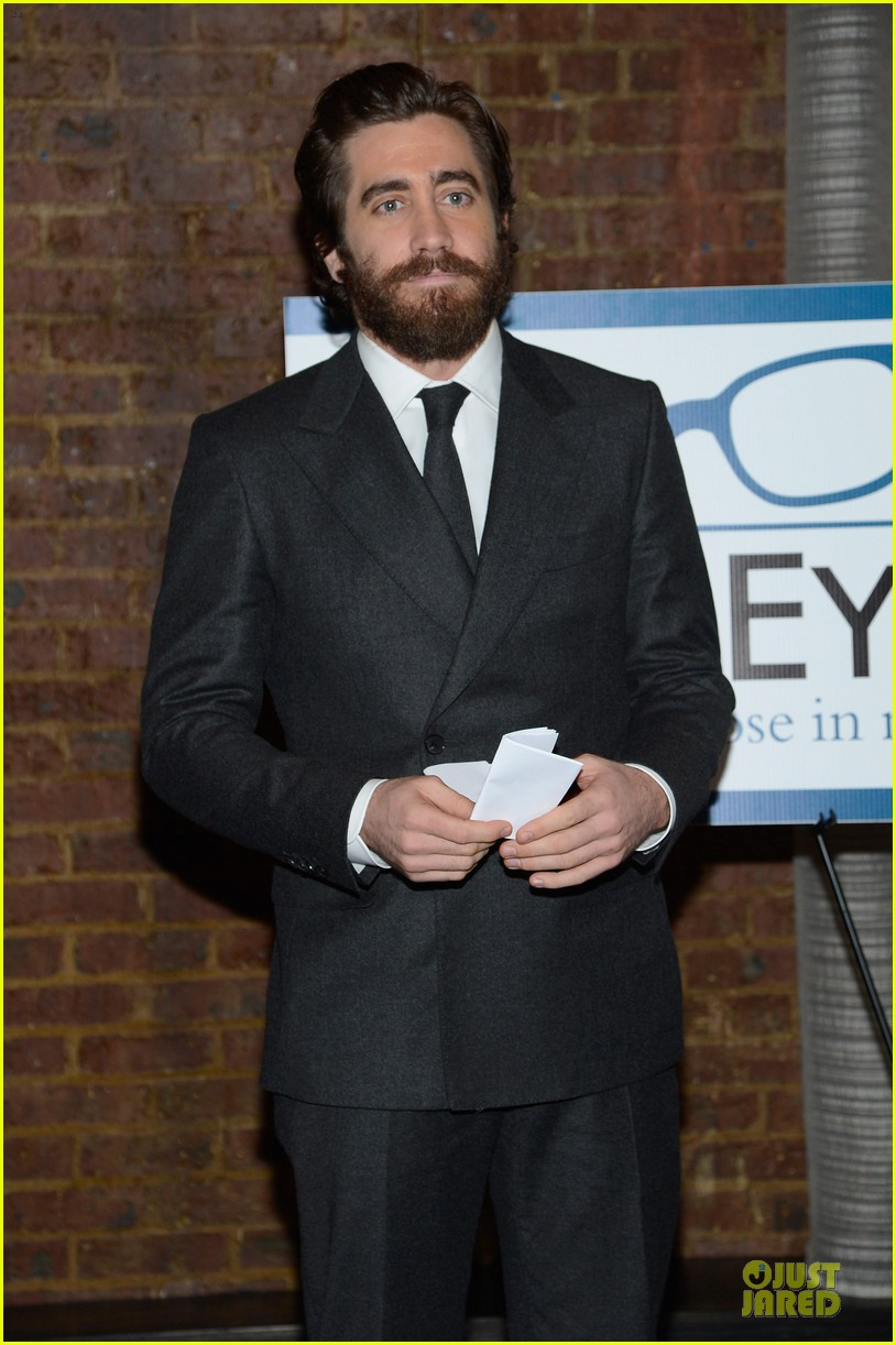 jake gyllenhaal new eyes for the needy gala honoree 13