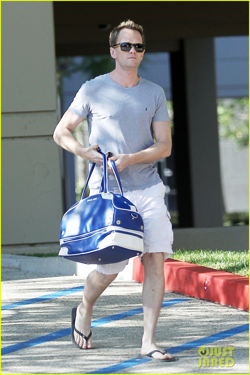 neil patrick harris cheers for four more years 01