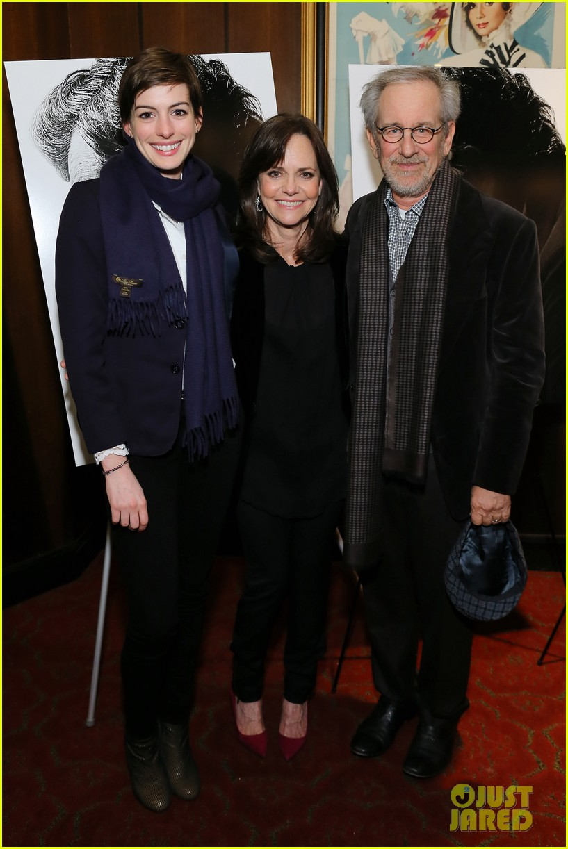 anne hathaway lincoln screening with steven spielberg 01