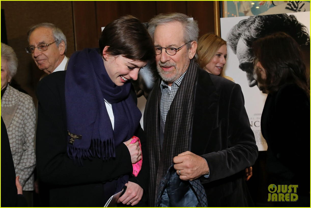 anne hathaway lincoln screening with steven spielberg 02