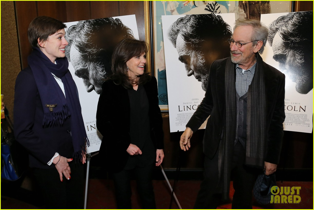 anne hathaway lincoln screening with steven spielberg 08
