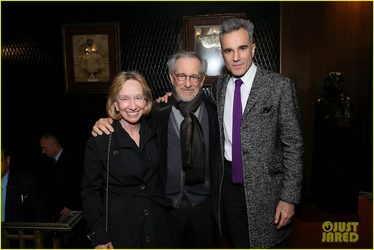 anne hathaway lincoln screening with steven spielberg 11