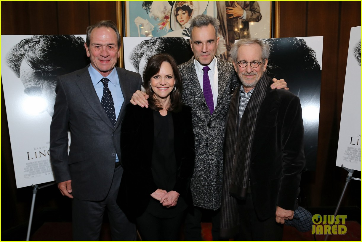 anne hathaway lincoln screening with steven spielberg 14