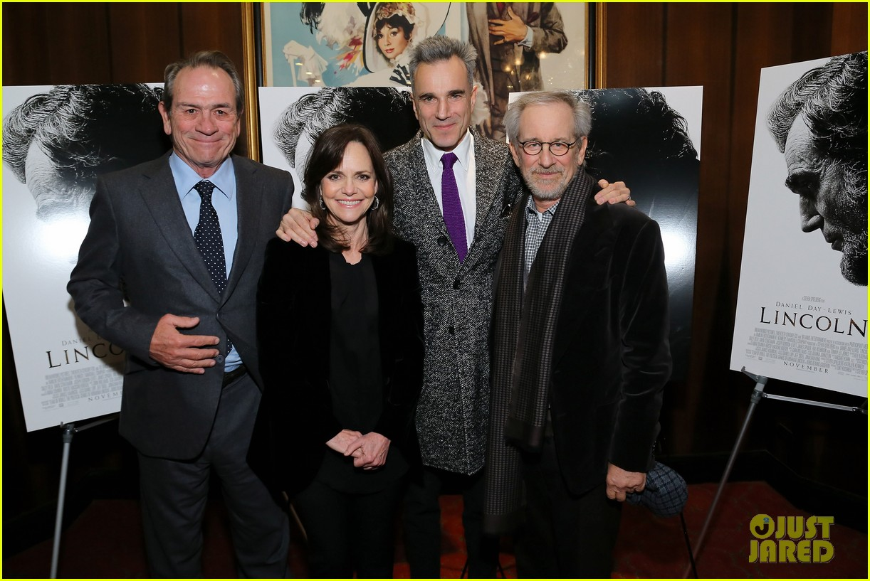 anne hathaway lincoln screening with steven spielberg 17