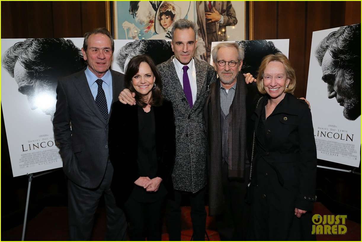 anne hathaway lincoln screening with steven spielberg 19