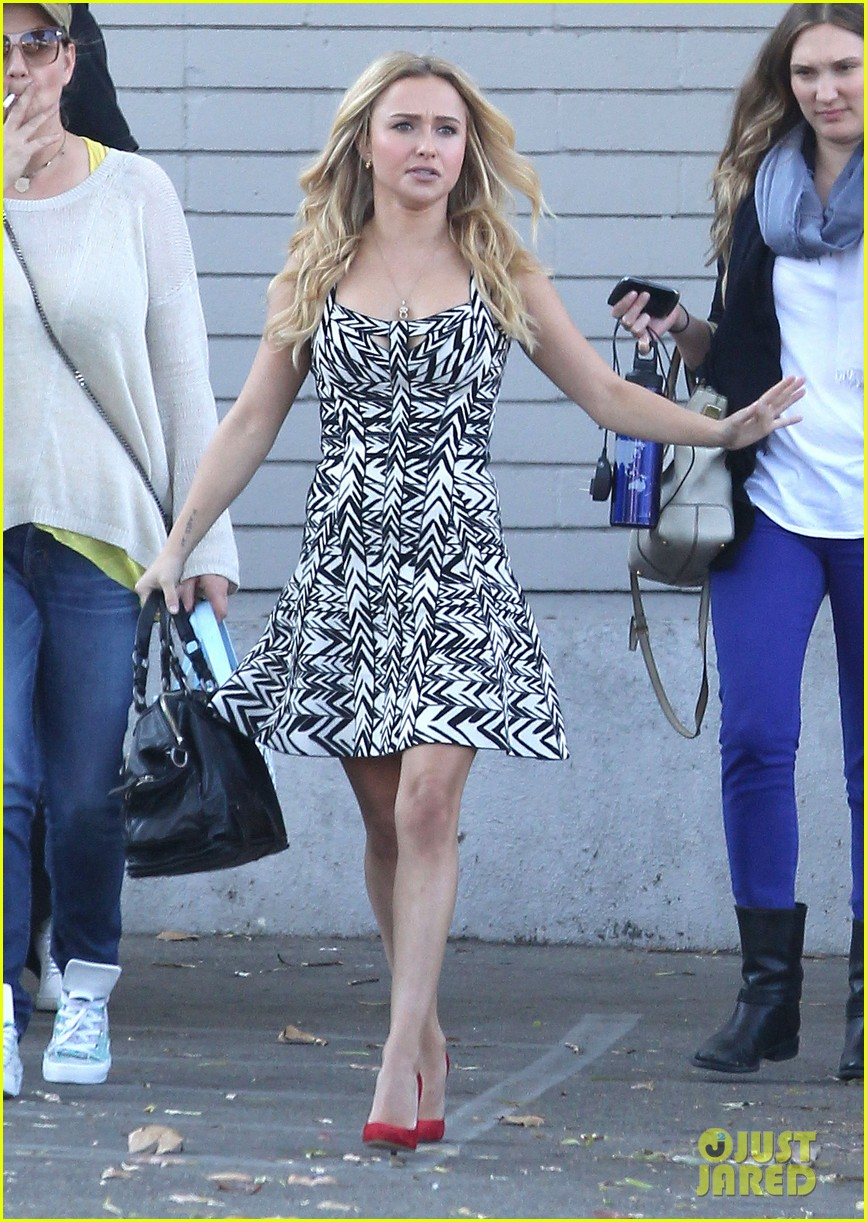hayden panettiere extra at the grove appearance 19