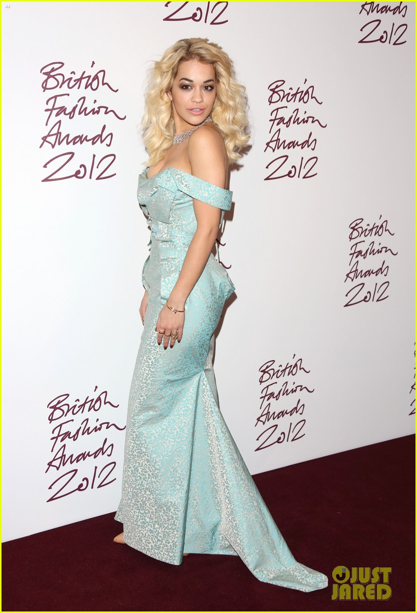 salma hayek rita ora british fashion awards 2012 15