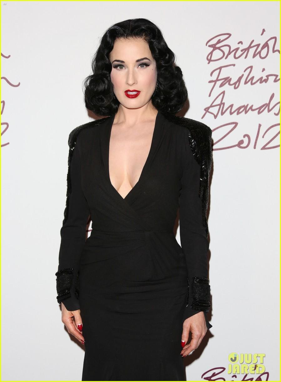 salma hayek rita ora british fashion awards 2012 25