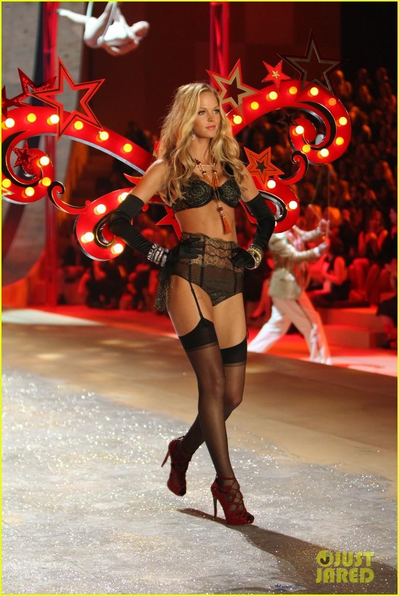 erin heatherton behati prinsloo victorias secret fashion show 2012 082753124