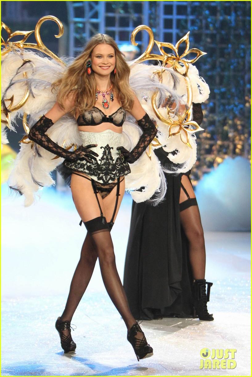 erin heatherton behati prinsloo victorias secret fashion show 2012 10