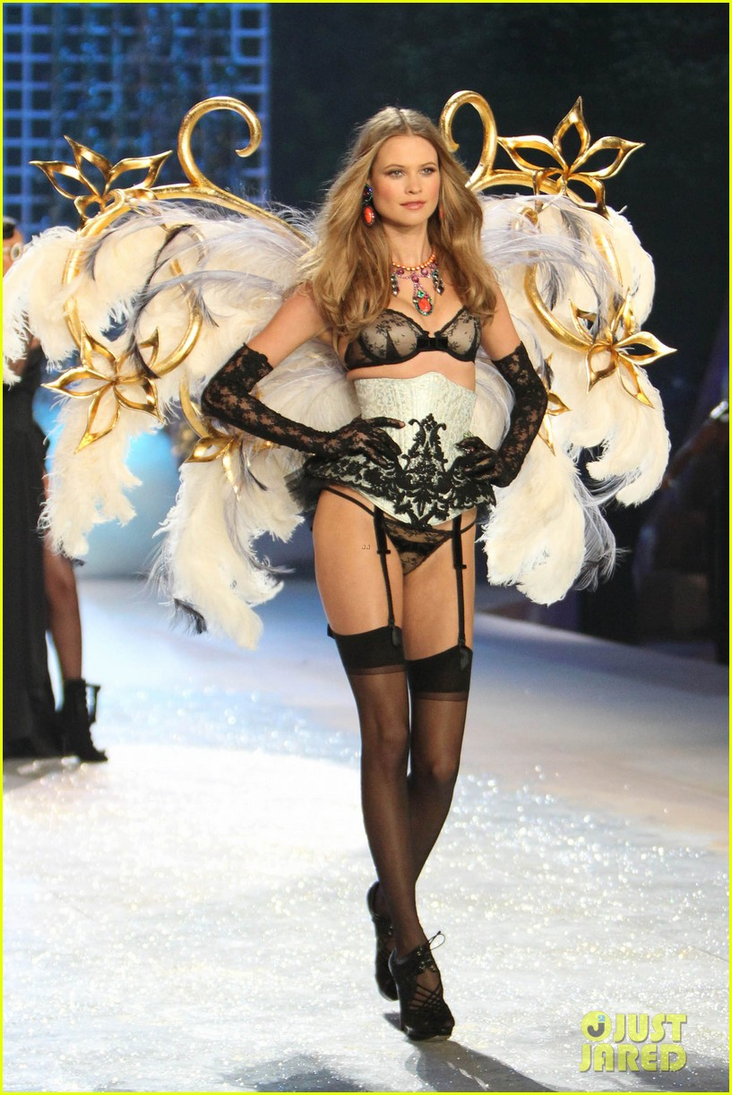 erin heatherton behati prinsloo victorias secret fashion show 2012 11