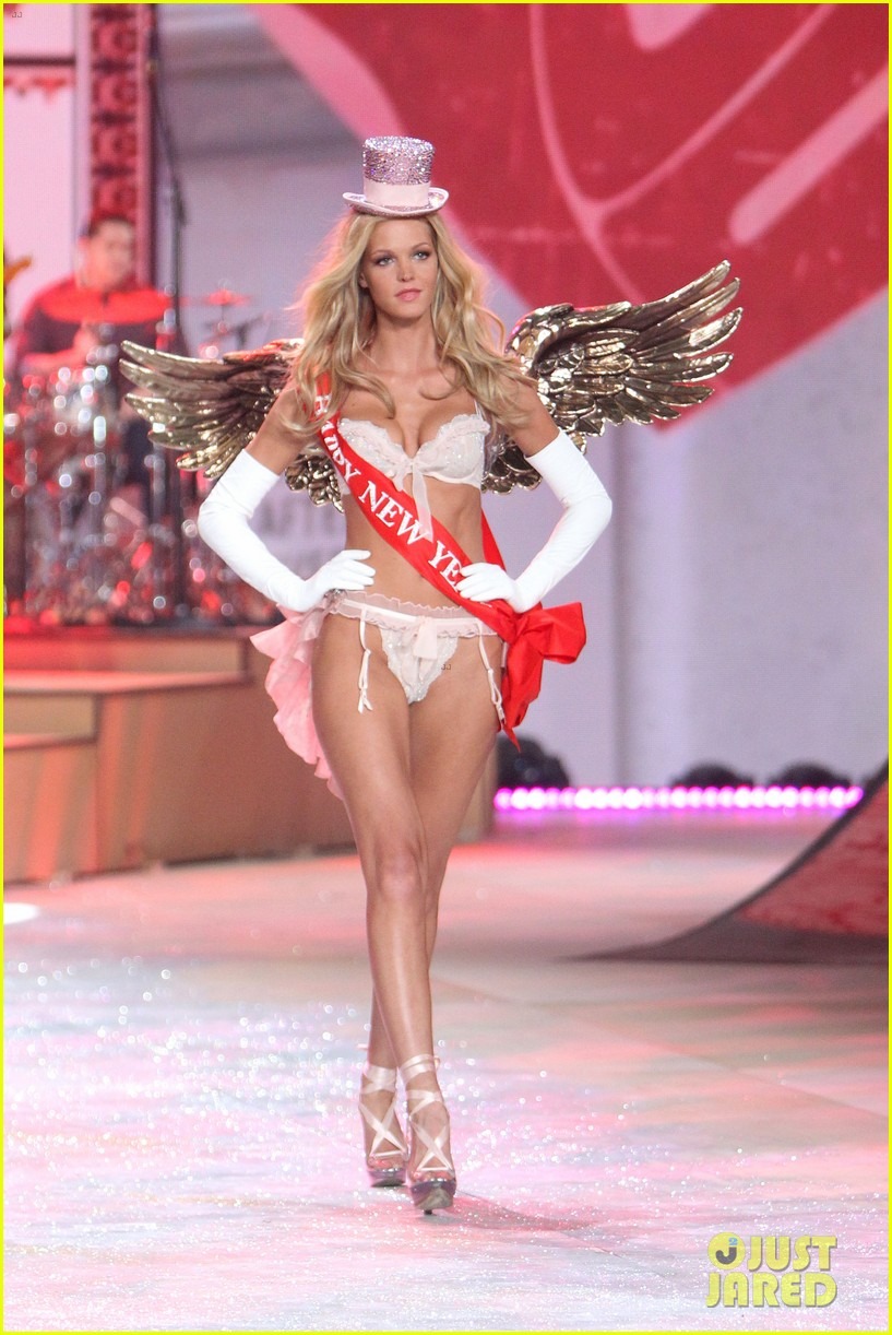 erin heatherton behati prinsloo victorias secret fashion show 2012 18