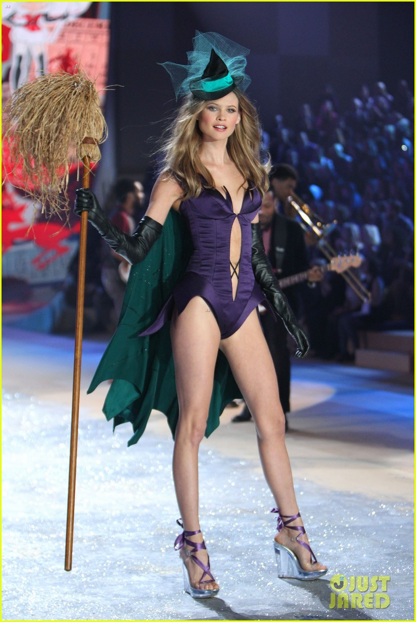 erin heatherton behati prinsloo victorias secret fashion show 2012 262753142