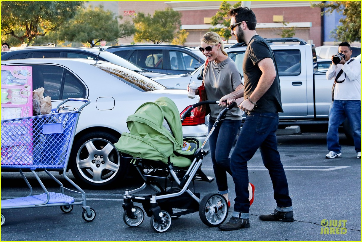katherine heigl josh kelley naleigh birthday party shopping 05