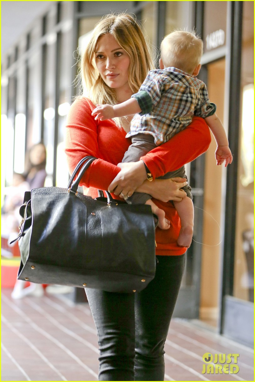hilary duff its beginning to look like christmas 14