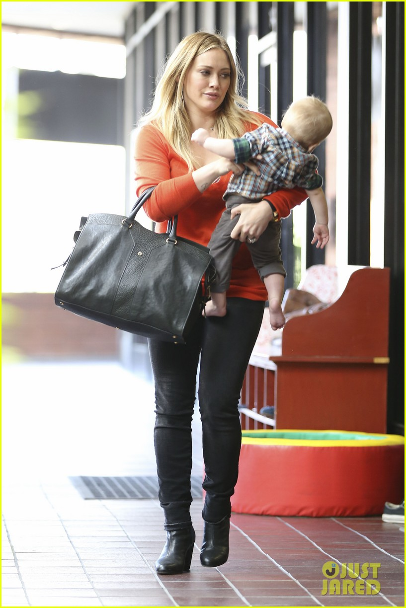 hilary duff its beginning to look like christmas 21